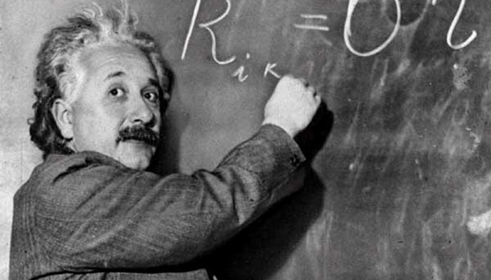 Albert Einstein ve Gri Takım Elbisesi