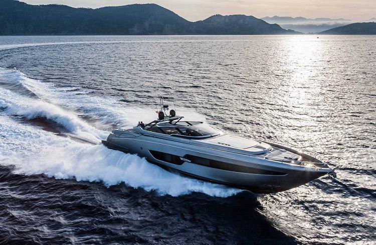 Korunaklı Yapısı Baştan Çıkarıcı Tasarımıyla Riva Yacht 88 Florida!