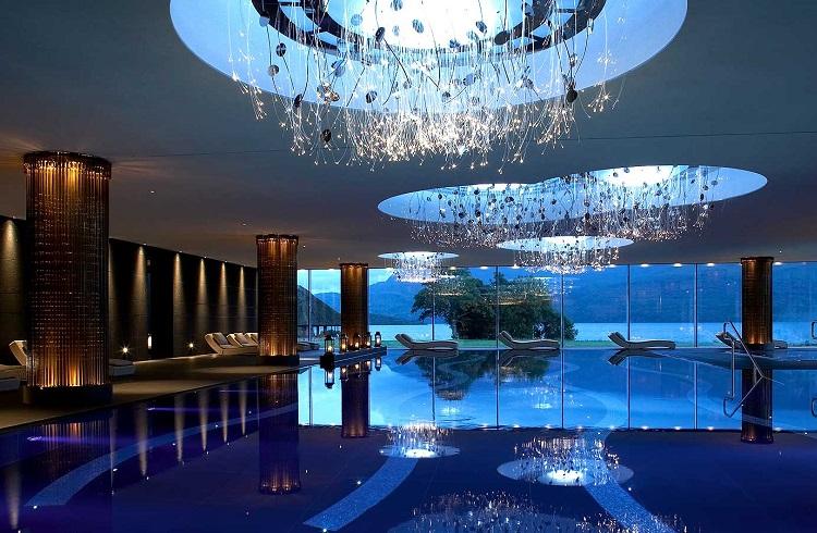 """İrlanda'nın Parmak Isırtan En Lüks Oteli: """"Europe Hotel"""""""