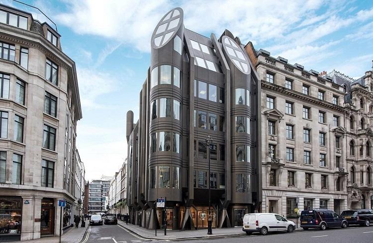 Londra'nın Göbeğinde Büyüleyici Bir Çatı Katı Dairesi