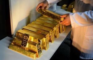 Altın Dolar ve FED Baskısıyla Kayıplarını Derinleştiriyor