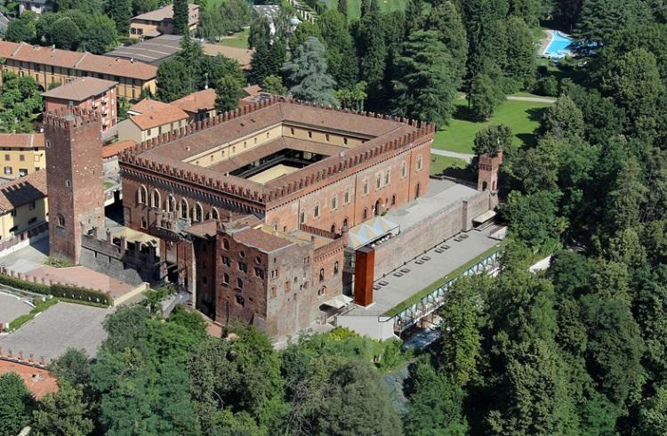 Satışa Çıkarılan Tarihi Como Kalesi ile Kendi Sarayınızı Kurun!