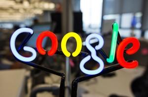 Google Apple'ı Geride Bırakarak Dünyanın En Değerli Şirketi Oldu!