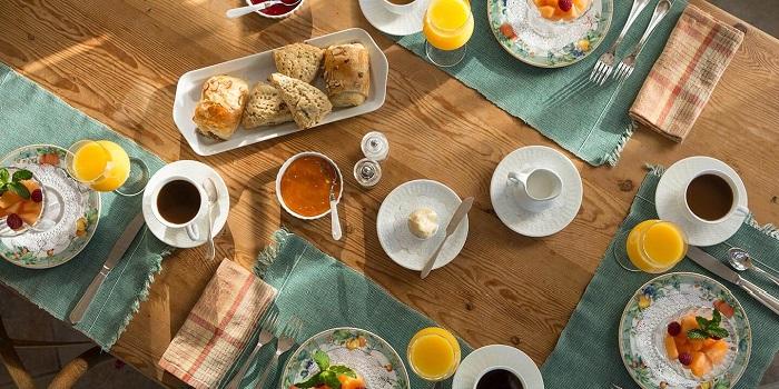 Klişe Ama Mükellef Bir Kahvaltıyla Ona İlk Hediyenizi Verin!