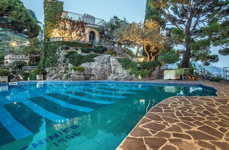 """İtalya'nın Amalfi Kıyılarındaki Gösterişli Malikane: """"Torre Di Civita"""""""