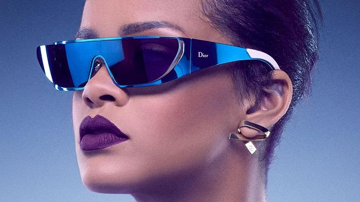 Rihanna'nın Ellerinde Hayat Bulan Gözlük Koleksiyonu