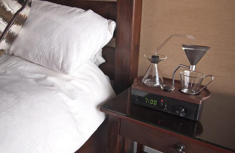 Kahve Kokusuyla Uyanmak İsteyenlere Kahve Yapan Çalar Saat!