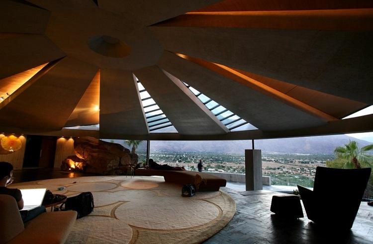 Satışa Çıkarılan Ölümsüz Elmaslar Filmindeki Muhteşem Bond Evi