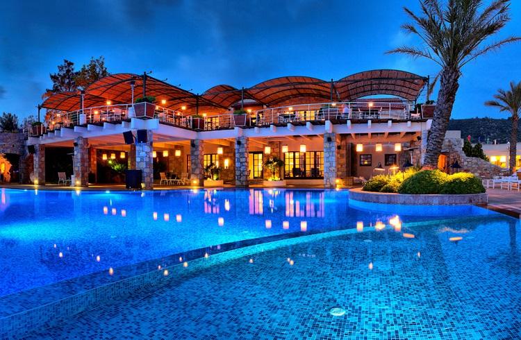 """Ege Kıyılarında Lüks Bir Tatil Keyfi: """"Marmara Bodrum Hotel"""""""