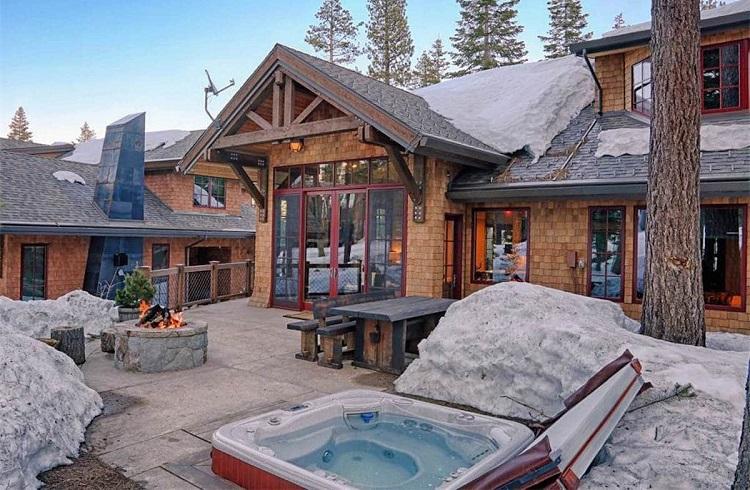 Yılın Her Günü Kayak Yapabileceğiniz Görkemli Bir Kış Evi