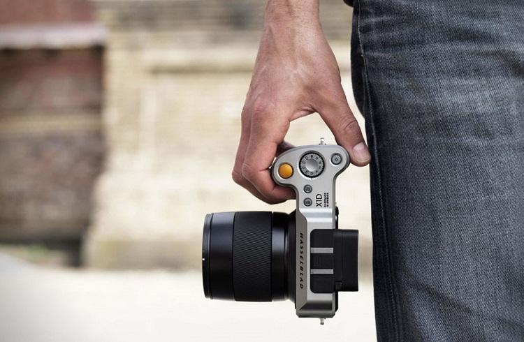 """Dünyanın İlk Orta Format Aynasız Fotoğraf Makinesi: """"Hasselblad X1D"""""""