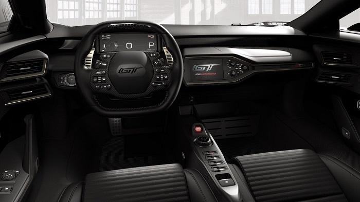 GT 40 Modelinden Esintiler Taşıyor