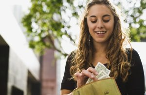 Hiç Para Harcamadan Evde Bir İşe Başlamanın 4 Kazançlı Yolu