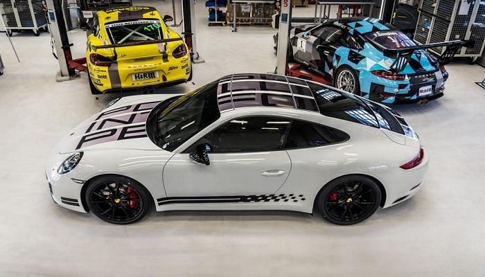 Porsche'nin Gösterişli Bir Yarış Otomobili