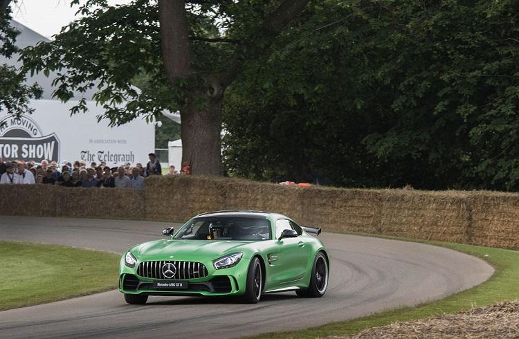 "Yeşil Renkli Tehditkar Bir Peri: ""2017 Mercedes-AMG GT R"""