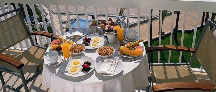 Balkonda Yapılan Kahvaltı Sefaları!