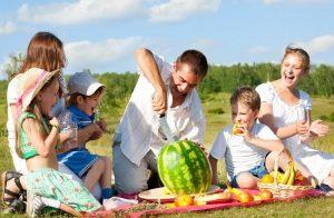 Yaz Tatilinde Evden Kıpırdayamayanlar için 8 Ucuz Eğlence Yöntemi