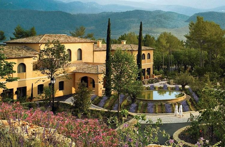 """Doğa Tutkunlarını Mest Edecek 5 Yıldızlı Bir Otel: """"Terre Blanche"""""""