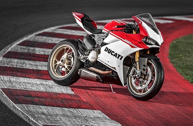 """Ducati'den 90. Yıla Özel Bir Mühendislik Harikası: """"1299 Panigale S Anniversario"""""""