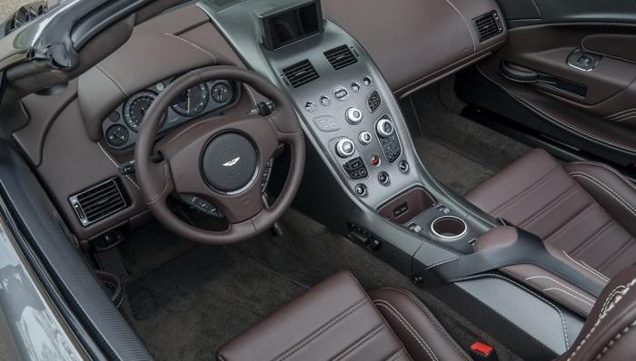 İki Temalı İç Mekanıyla Yeni Vantage GT12 Roadster