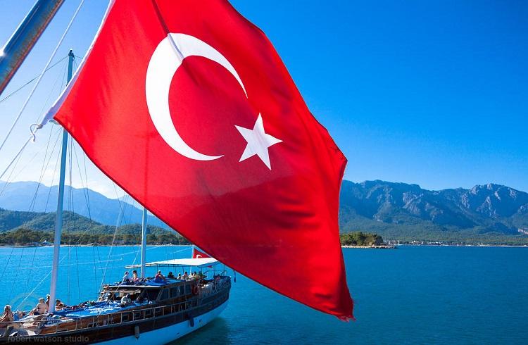 Türkiye'deki Ekonomik Çalkantı Yatırımcıları Belirsizliğe İtiyor