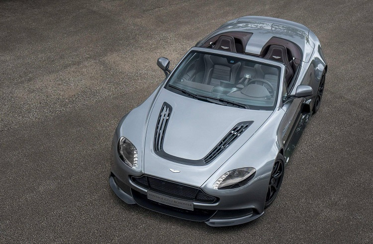 "Ustaca Tasarlanmış Bir Aston Martin: ""Vantage GT12 Roadster"""