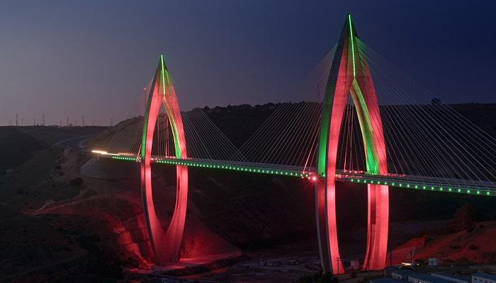 Afrika'nın En Uzun Köprülerinden Bir Tanesi