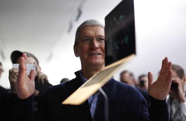 Apple'ın CEO'su Tim Cook'un Koltuğu Sallanıyor!