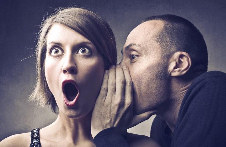 Birine Sarılırken Söyleyebileceğiniz 15 Korkunç Şey