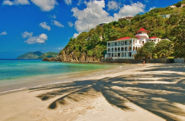 """Karayip Kıyılarını Süsleyen Eşsiz Güzellikte Bir Ev: """"Sunset Villa"""""""