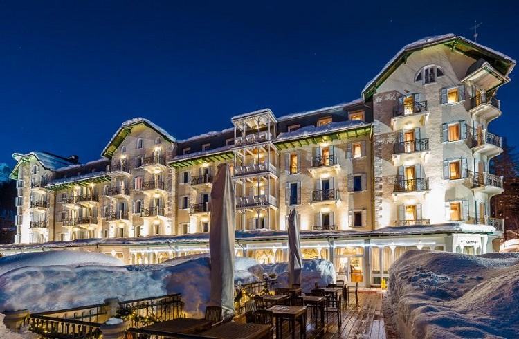 """Kış Özlemi Çekenlere Dolomites Dağlarında Muhteşem Bir Tesis: """"Cristallo Hotel"""""""