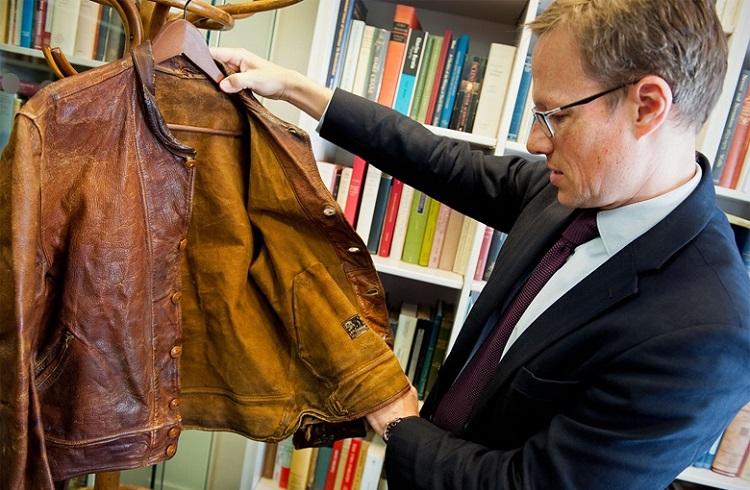 Levi's 147 Bin Dolara Einstein'ın Deri Ceketini Satın Aldı!