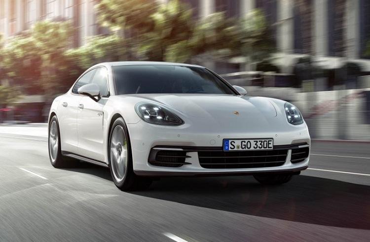 """Elektrikli Araba Tanımını Tamamıyla Değiştirecek Bir Model: """"2017 Porsche Panamera 4 E-Hybrid"""""""