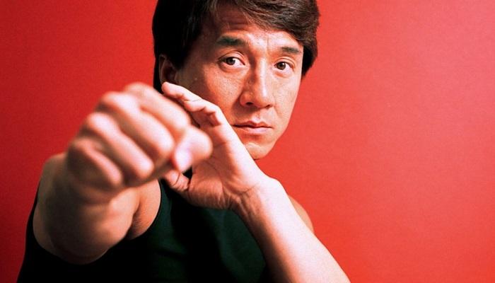 Jackie Chan, ikiz kule saldırılarında çekimlerden ötürü orada olacaktı; ama her ne olduysa senarist, senaryoyu göndermediği için gitmemiştir.
