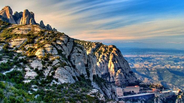 Montserrat Dağı'ndan Şehri Seyredin