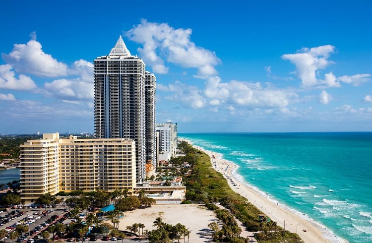 "Florida Sahillerinin En Lüks Oteli: ""Eden Roc Miami Beach Hotel"""