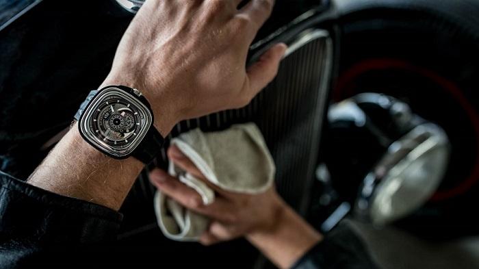 Hızlı Arabalar ile Eşleştirilen Kusursuz Bir Saat Modeli