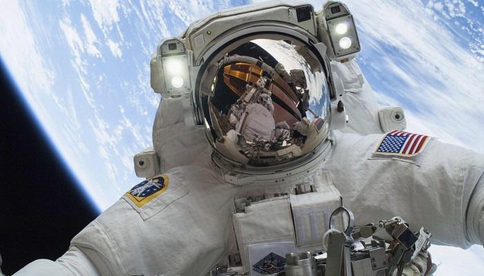 NASA astronotları, ülkelerindeki seçimlerde oy kullanabilmek için kodlanmış bir mail atarlar.