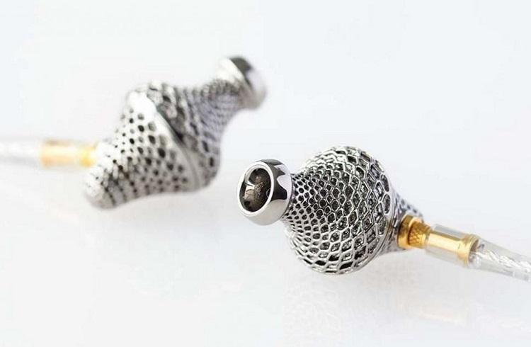 3D Yazıcıyla Hazırlanmış Lab 2 Titanium Kulaklıkları
