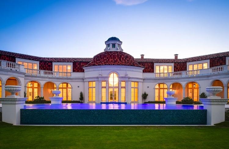 """Astronomik Fiyat Etiketiyle Büyüleyici Bir Sahil Evi: """"Palm Beach Villa"""""""