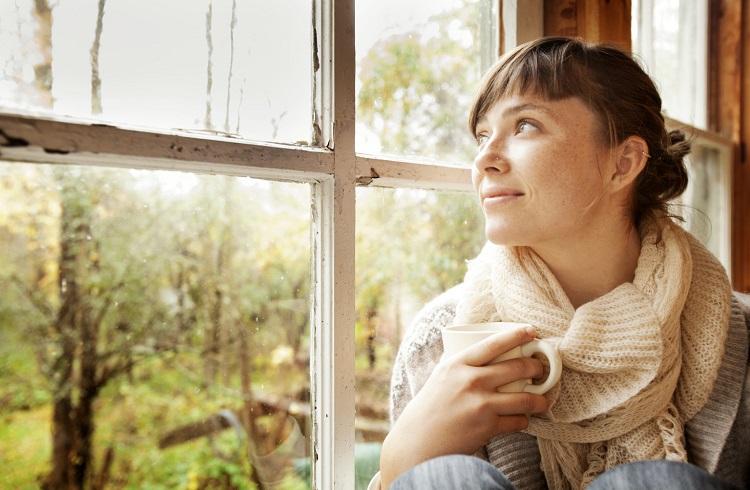 Kadınların Evde Tek Başlarına Kaldıklarında Yaptıkları 10 Şey!