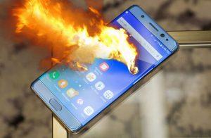 """Kelimenin Tam Anlamıyla """"Elde Patlayan"""" Samsung Galaxy Note 7 Fiyatına Alınabilecek En İyi Akıllı Telefonlar"""