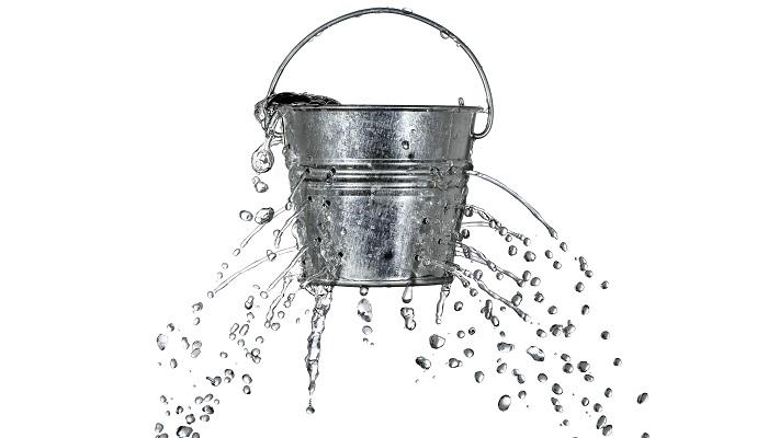 Su Dolu Bir Kova Düşünün