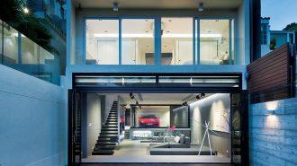 """Hong Kong'da Camlarla Kaplı Bir Kale: """"Sai Kung House"""""""