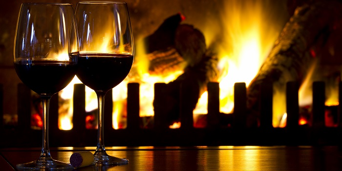 Şömine Karşısında Şarap Keyfi Yapma Konusunda Dikkatli Olun!