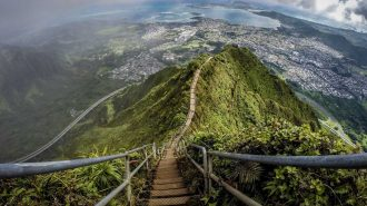 Dünyanın En Uzun ve Ünlü Merdivenleri: Baş Dönmesi Yaşamaya Hazır Olun!