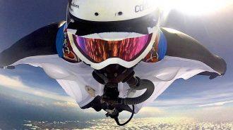 Adrenalin Seviyenizi Yükseltecek Muhteşem Wingsuit ve Paraşüt ile Atlama Görüntüleri