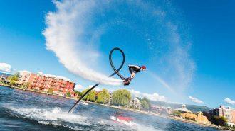 Flyboard ile Su Üstünde Yapılan Gösterişli Hareketler ve Şovlar
