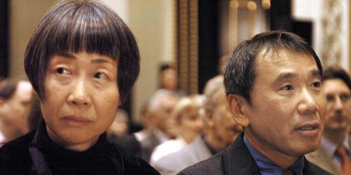 Haruki Murakami Eşi Yoko ile Birlikte