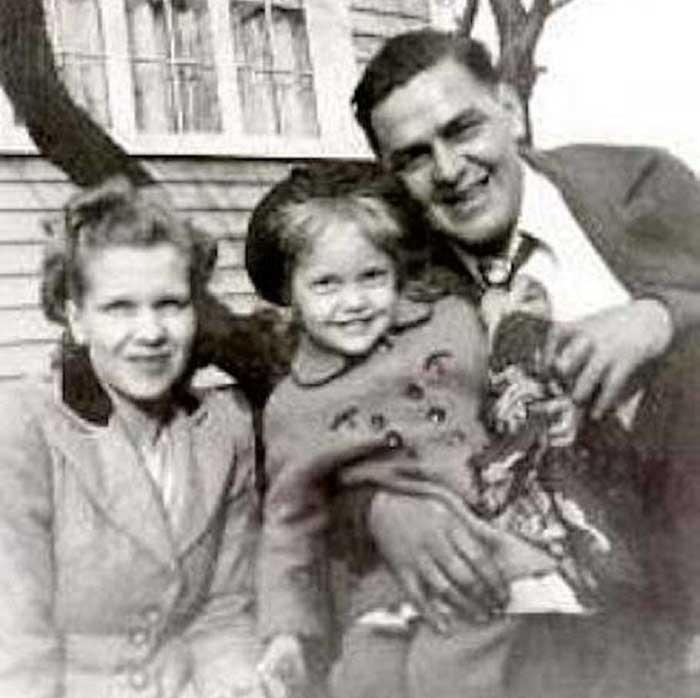 Büyükannesi ve Büyükbabası ile Birlikte